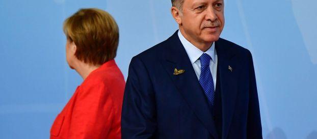 «Total War»: Η Γερμανία κάνει εμπάργκο στην Τουρκία και «παγώνει» τις αποστολές όπλων! και τουριστων !