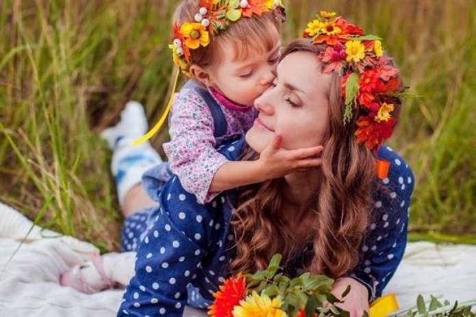 Сьогодні українок вітають з Днем матері