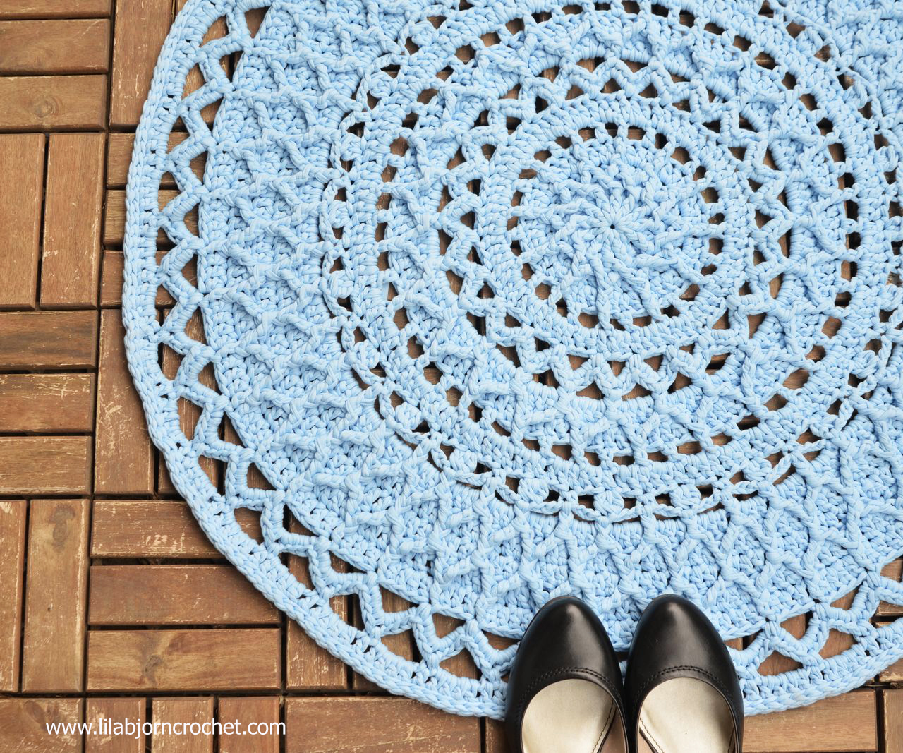This Andromeda Rug is crocheted in overlay technique. Designed by Lilla Bjorn Crochet