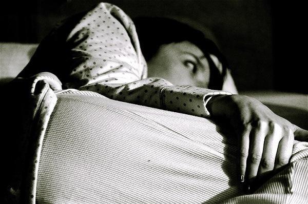 kecanduan smartphone membuat penggunanya susah tidur