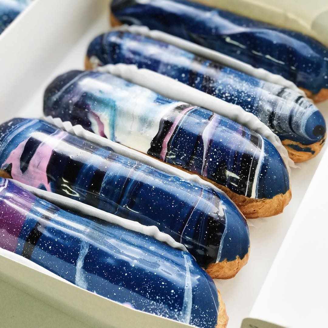 07-Musse-Confectionery-Food-Art-Interstellar-Éclairs-that-map-the-Universe
