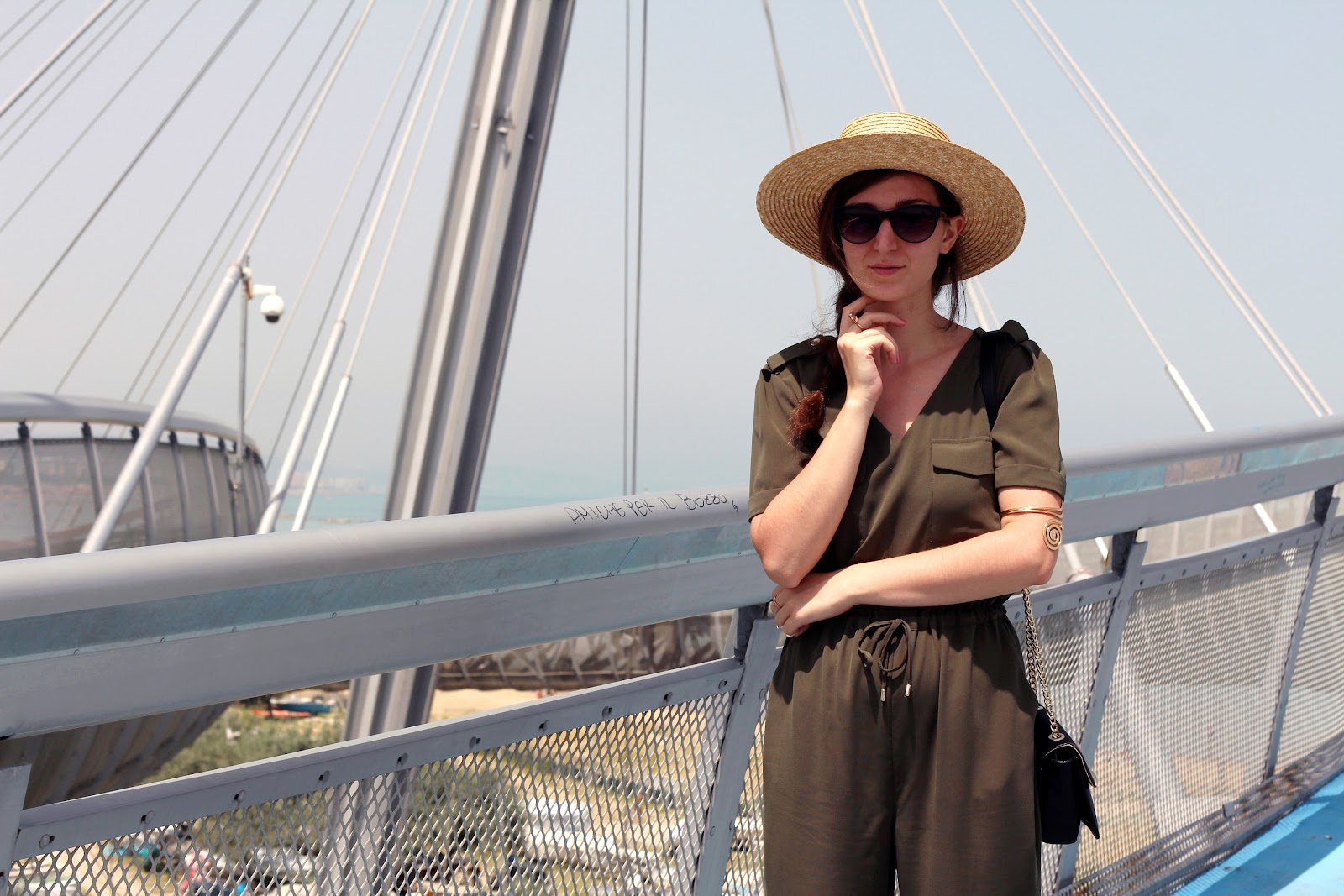 ashion style blogger outfit ootd italian girl italy trend vogue glamour pescara ponte del mare ovs ovspeople jumpsuit military green straw hat cappello paglia hm estate tutina ballerine stringate lacci lace up ballet shoes flats zara bag borsa tracolla ring middle finger