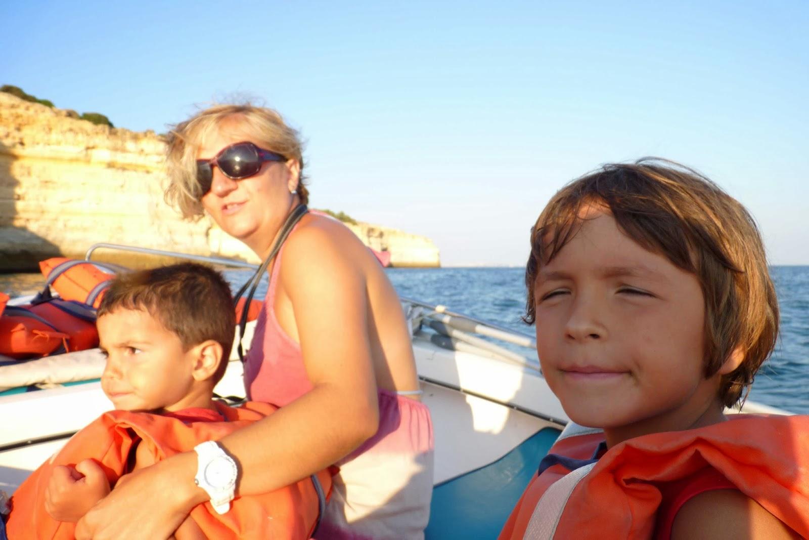 Paseo en barca por la zona de Benagil.