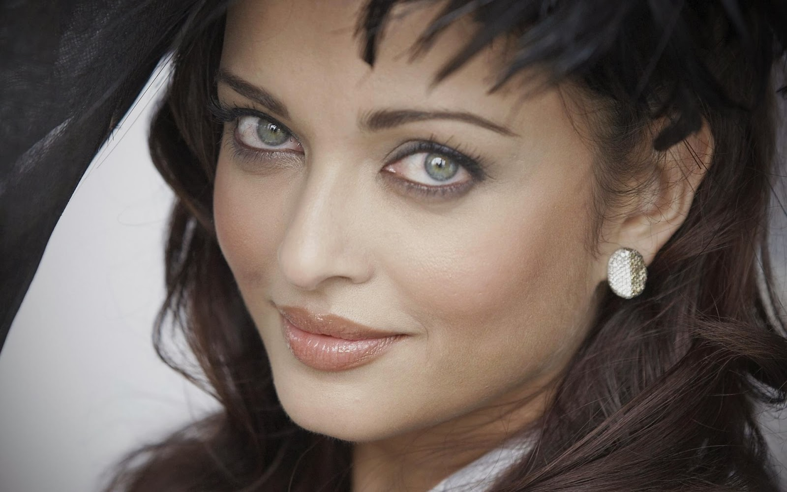 Bollywood Actress Wallpapers Hd Free Download 49 Find: Download Free HD Wallpapers Of Aishwarya Rai
