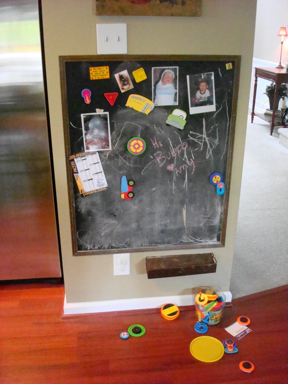 Magnetic chalkboard wall for kids