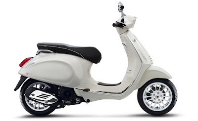 New 2017 Vespa GTS 300 Super Sport white color side view Hd Photos