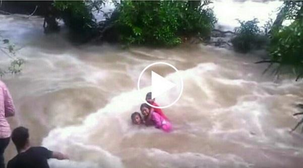 "MASYA Allah!! ""MAMA PAPA, I LOVE YOU"" Tangisan Terakhir 3 Beradik. Tak Sanggup tengok VIDEO ni. Mengalir Air Mata.. Berlaku Di Kuala Pe..."