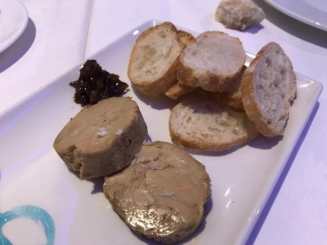 Plato de micuit de foie casero con mermelada de higos del restaurante la plaza de Torrent