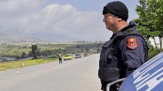 Αλβανία: Ανθρωποκυνηγητό για 24χρονο που σκότωσε οκτώ μέλη της οικογένειάς του