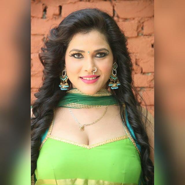 Seema Singh Hot Photos, Bikini & Saree Sexy Pics