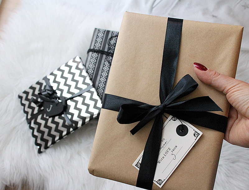 black and white giftwrapping