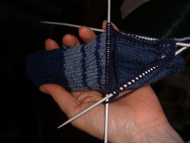 Sok breien, steken oppikken na het breien van de hak.