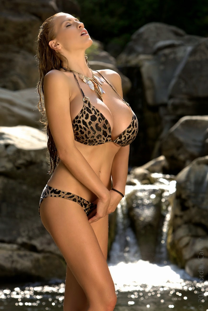 Jordan Carver Big Boobs Show Leopard Bra Tuscan Shower In -2859