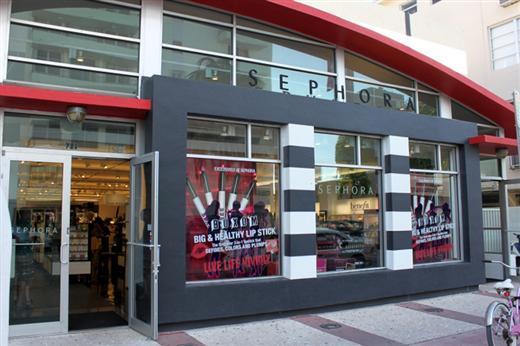 201f193c38c88 Muitos de vocês já devem ter ouvido falar da loja de maquiagens Sephora  né ! Esses dias fui em uma que fica na mesma rua da Kidrobot (Collins ave.)!