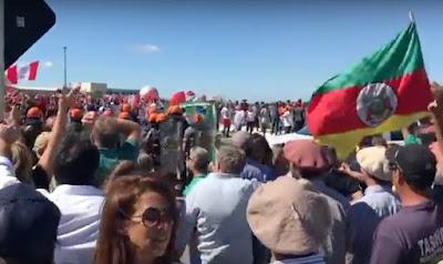 Gauchos de Bagé expulsam 'caravana' e Lula fica preso em universidade