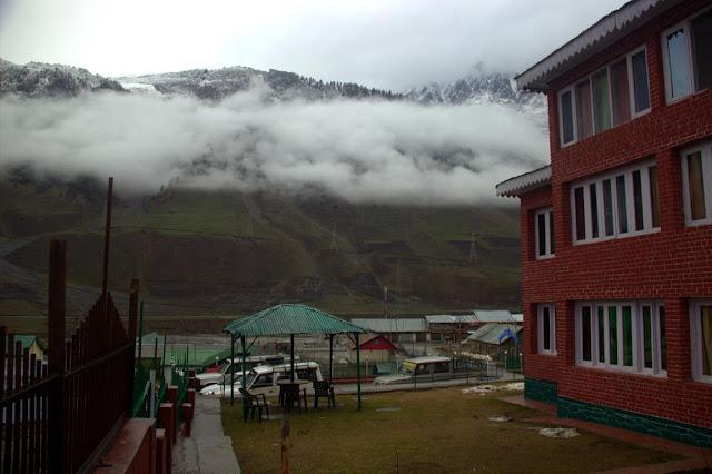 sonmarg snow hotel mountains kashmir india