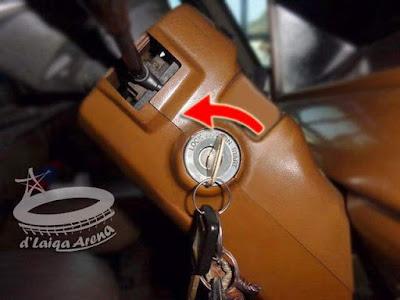 putar kunci ke arah kiri