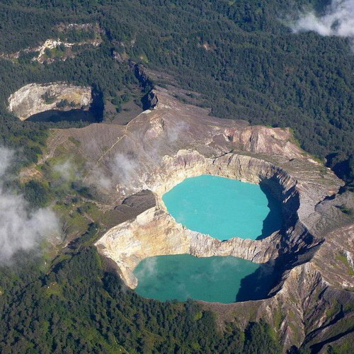 Tinuku Travel Kelimutu National Park on Flores island watching colorful three lakes and continue change over time