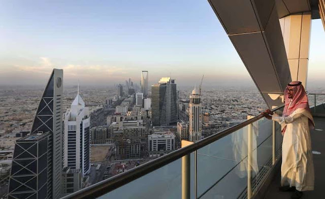 ABOUT HALF MILLION EXPATS & SAUDIS LEFT JOBS IN LAST QUARTER  YEAR