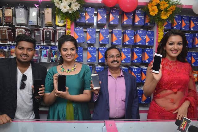 Catherine Tresa and Sreemukhi Launches Bnew Mobile store at Guntur
