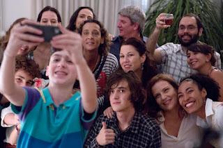 """Cena do filme """"Mãe Só Há Uma"""""""