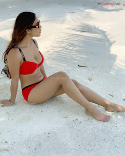 Neha Malik in Red Bikini Beautiful Actress Model Sizzling Spicy Bikini Pics .XYZ Exclusive 05