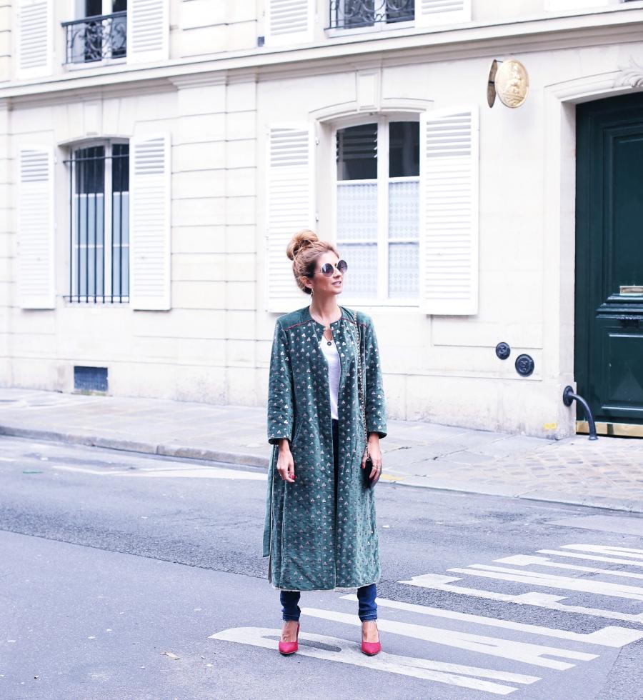 Abrigo  Intropia. Jeans y top  Zara. Zapatos  La Redoute. Gafas  Chloé.  Bolso  Chanel. 3fdfc5a0689