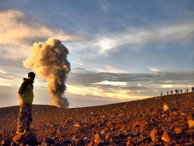 Tips dan Info Lengkap Pendakian Gunung Semeru, Gunung Tertinggi di Jawa