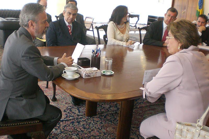 2b44fc5945cc0 Com a vinda do presidente dos Estados Unidos, Barack Obama, ao Brasil no  dia 19 de março, a governadora Rosalba Ciarlini espera que seja resolvido  um ...