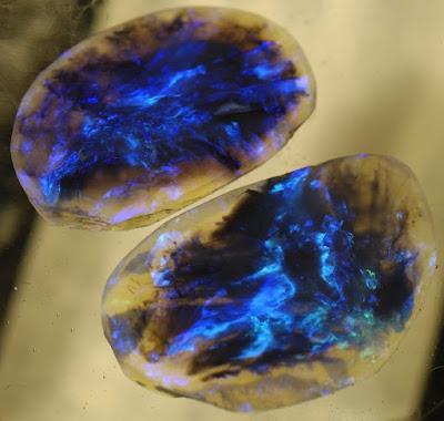Opalo negro autraliano - uno de los mas valiosos del mundo