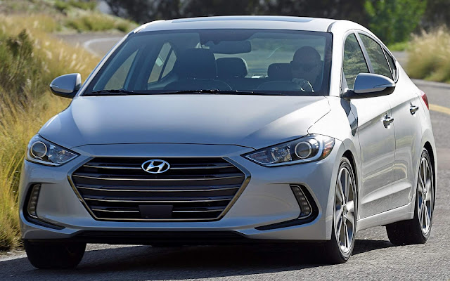 Hyundai Elantra - 5º carro menos vendido do Brasil