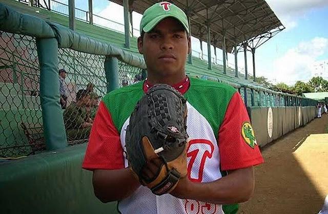 Jugador de Las Tunas en Series Nacionales, el lanzador derecho ganó el premio de Novato del Año en la edición 2011-2012, cuando finalizó con un balance de 7-2 y dos choques rescatados.