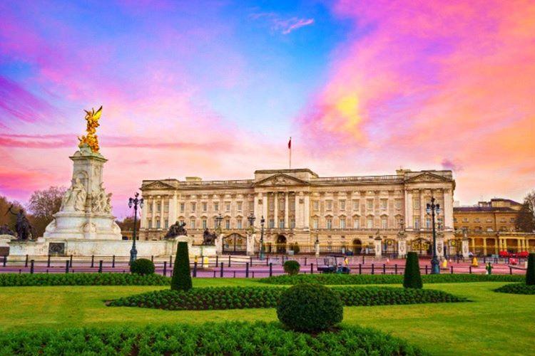 Buckingham Sarayı hakkında 20 bilgi verdiğim bu yazımda binanın bilinmeyenlerini anlattım.
