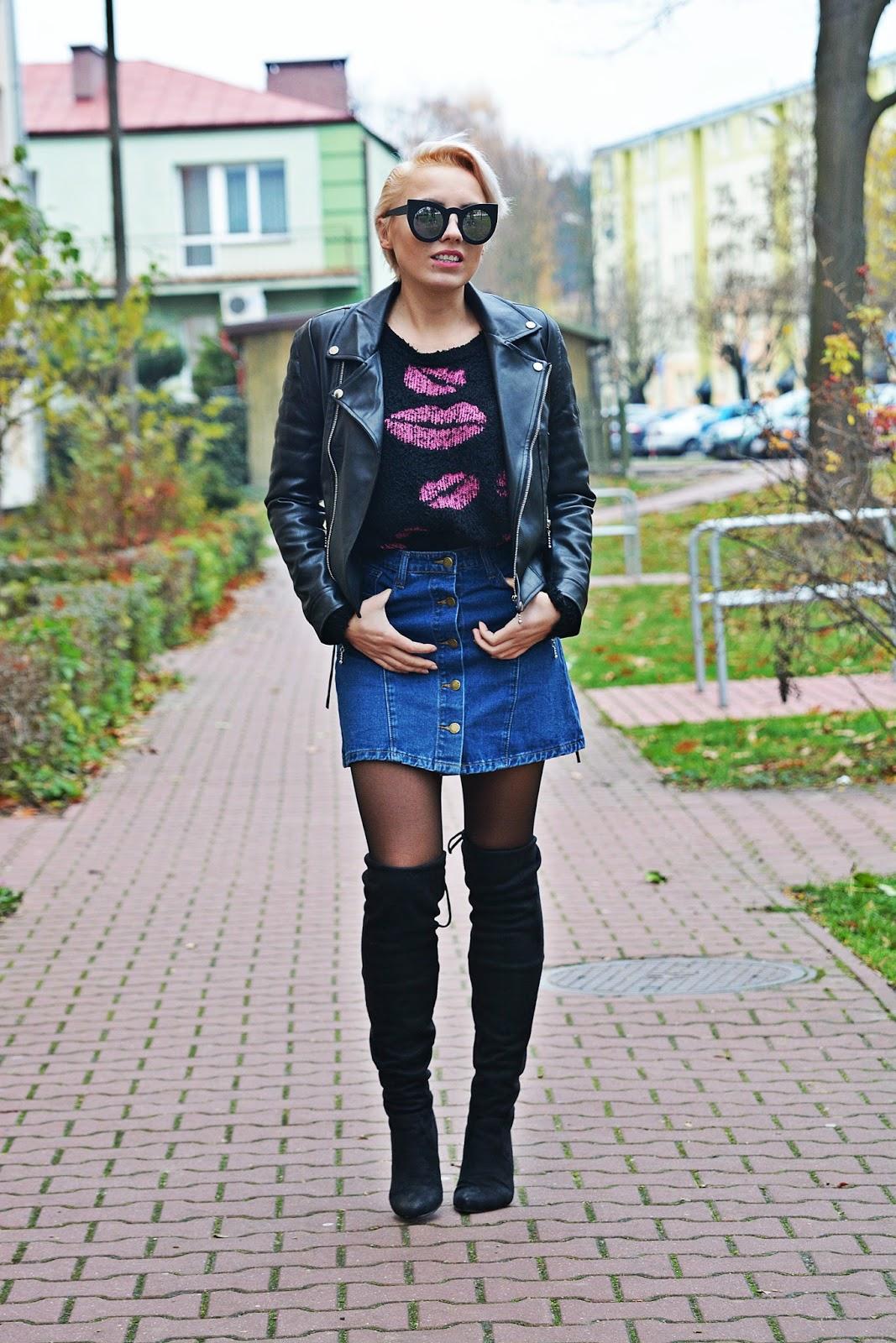 jeansowa_spodnica_skorzana_ramoneska_buty_za_kolano_karyn