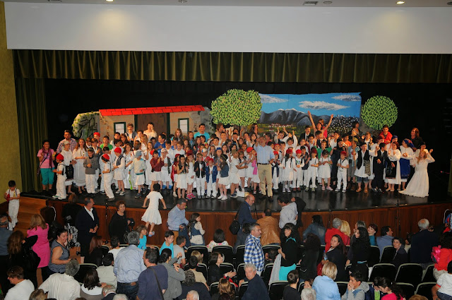 """""""Μάγεψαν"""" το πολυπληθές κοινό, οι μαθητές του 4ου Δημοτικού Σχολείου Άργους Ορεστικού"""