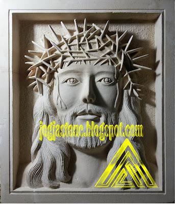 Relief batu alam paras jogja motif Yesus mahkota berduri