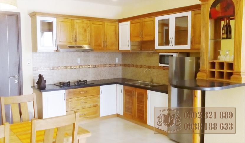 bán căn hộ the prince phú nhuận - tủ bếp gỗ cao cấp