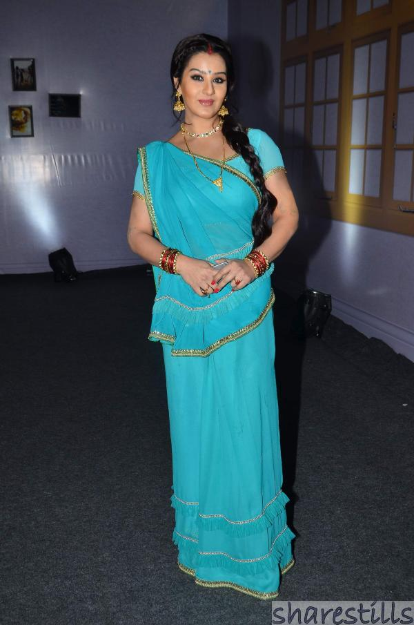 Shilpa Shinde hot still in blue saree