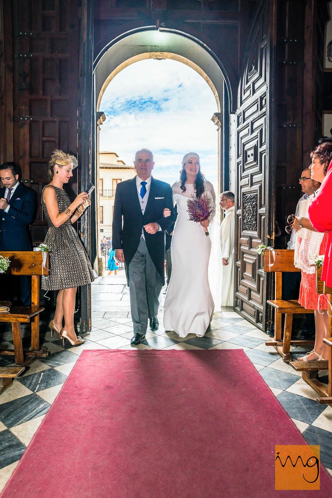 Fotografía de la entrada de la novia
