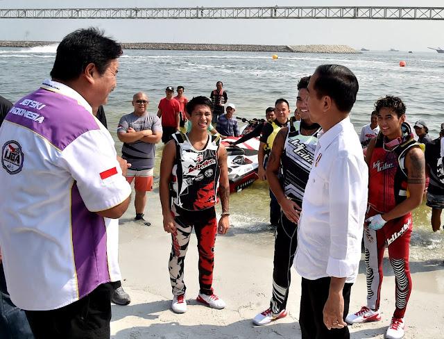 Jokowi Sambangi Lokasi Latihan Atlet Jetski dan Layar