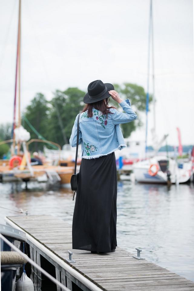 blogerka w kapeluszu