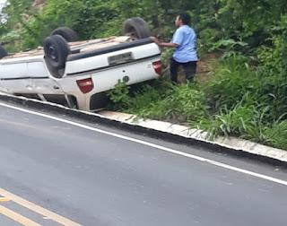 Em Cuité, motorista perde controle em curva e capota na ladeira da UFCG