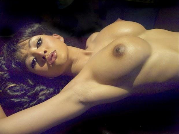 Girls givivng lap dances nude