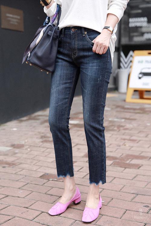 Cropped Scalloped Hem Jeans