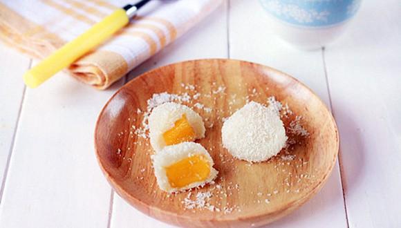Bánh mochi nhân xoài bọc dừa