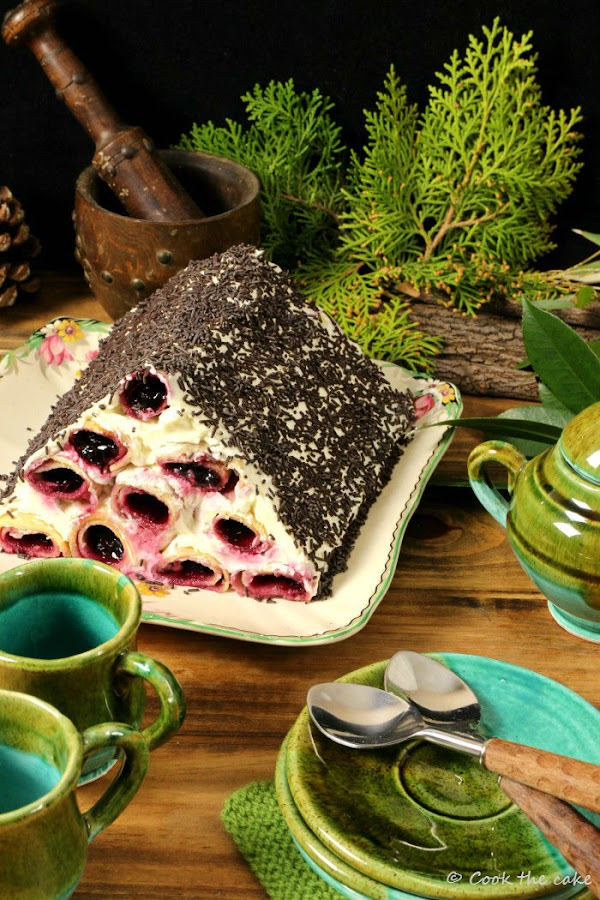 cusma-lui-guguta, woodpile-cake, logs-under-the-snow-cake moldovan-dessert