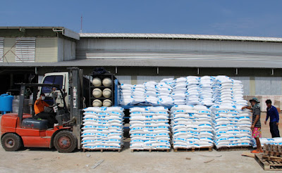 Swimming Pool Salt Delivery by Ruangsangthai Buriram
