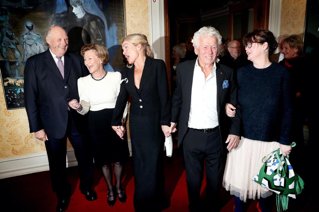 Imperor.net: Новости: аристократия, монархия, luxury, история Королевская чета Норвегии посетила концерт по случаю 90-летия актера Торалва Морстада