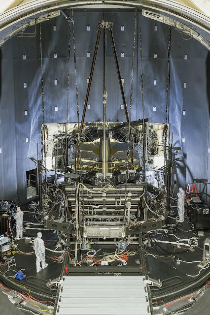 Thử nghiệm sức chống chịu của kính James Webb vào 1/9/2016. Hình ảnh: NASA/Chris Gunn.