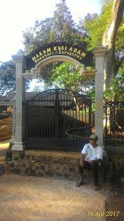 Makam Kyai Adam Curugsewu